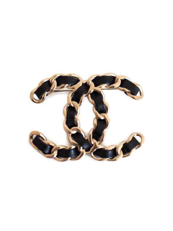 Brooch CHANEL Large Chaine Logo Gold Metal Black