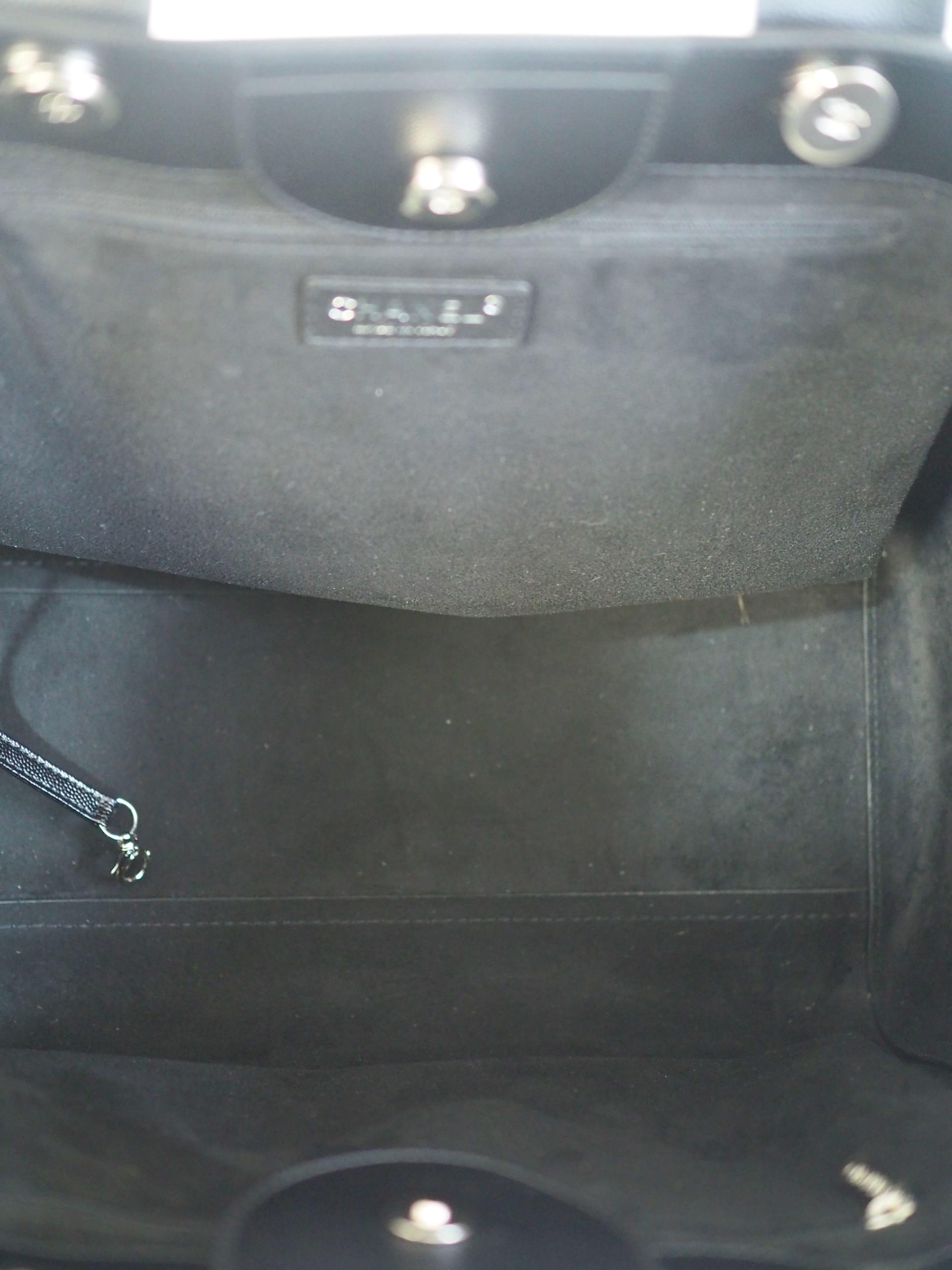 Bag CHANEL Deauville Medium Tote Black Calfskin